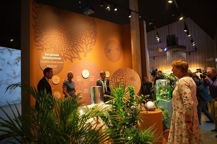 Crown Prince Haakon (left), Climate House leader Brita Slettemark, rector at the University of Oslo Svein Stølen and Oslo mayor Marianne Borgen explore the exhibitions of the Climate House.