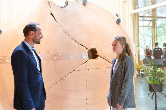 The Crown Prince Haakon in dialog with climate activist Penelope Lea.