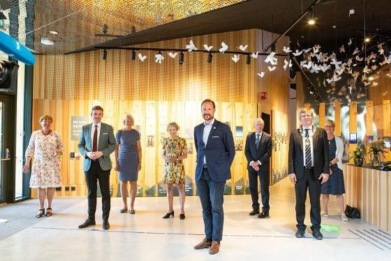 From left: Marianne Borgen (Oslo mayor), Henrik Asheim (Forsknings- og høyere utdanningsminister), Brita Slettemark (leader of the Climate House), Tone Lindheim (director at the Natural History Museum), Crown Prince Haakon, Jens Ulltveit-Moe (investor og financer of the Climate House, via Umoe AS), Svein Stølen (rector at the University of Oslo), Kristin Halvorsen (board leader at the Natural History Museum).